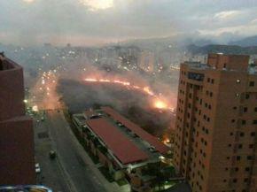 Venezuela en llamas: La guerra es de fuerza ymiedo
